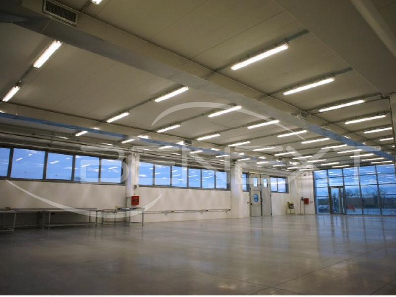 Progetto illuminazione led capannone industriale for Fai il capannone