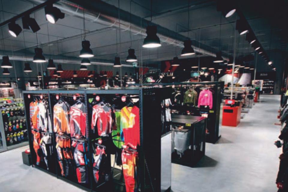 Progettazione illuminotecnica per negozi illuminazione led per negozi
