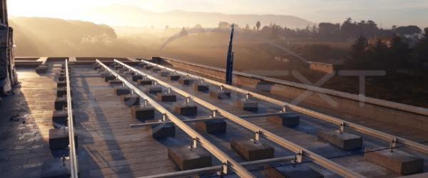 strutture per fotovoltaico tetto piano condominio
